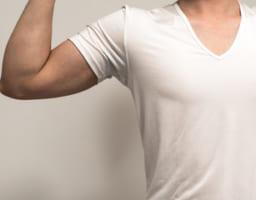 Tシャツがキマる!!かっこいい胸になるには~男性の場合~